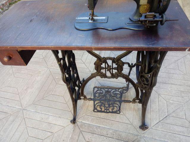Máquina de costurar antiga - Foto 4