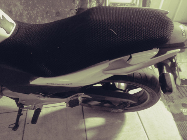 Moto honda 300 branca 30.000 klms - Foto 3