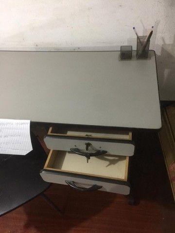 Mesa de escritório com cadeira - Foto 3