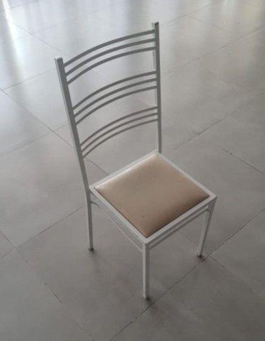 Cadeira de ferro empilháveis (260 unidades disponíveis)