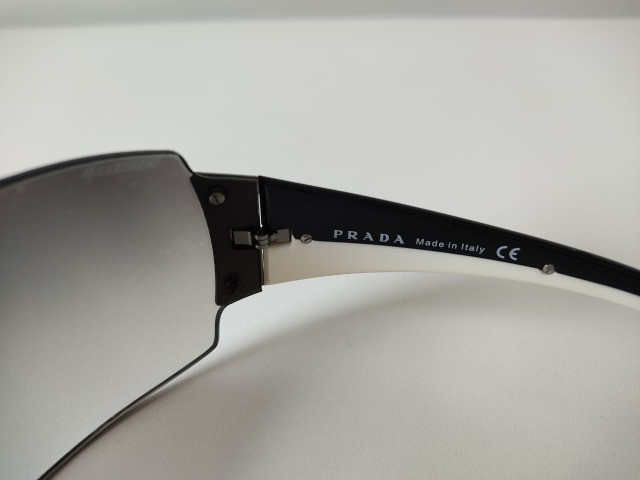 Óculos Escuro Prada SPR54G - Foto 3