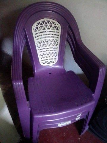 3 cadeiras de plástico Roxa