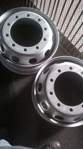 pneus novos rodas caminhão 275 295 - Foto 2