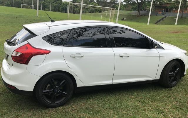 Vendo Focus Hatch SE Plus com farol de xenon e LED - Foto 7