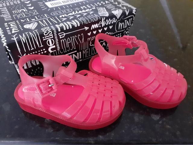 Lote 3 pares de sandálias - Foto 6