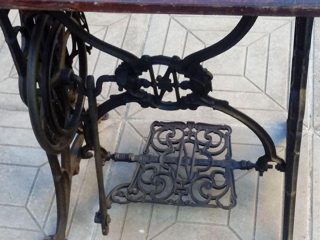 Máquina de costurar antiga - Foto 5