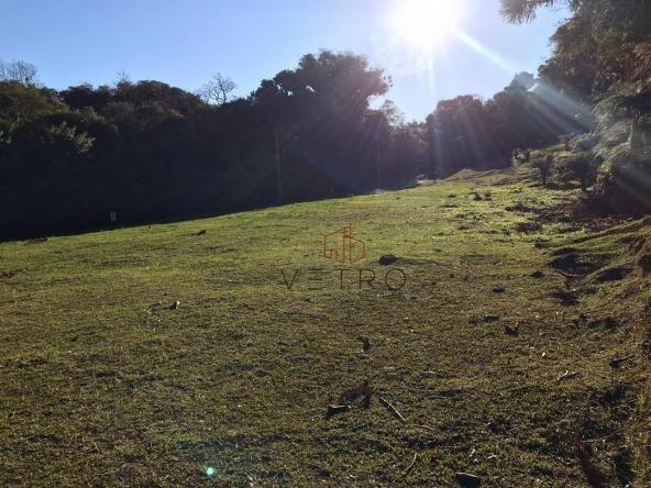 Terreno amplo no belo condomínio Quinta da Serra
