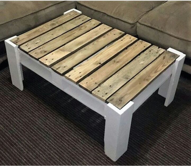 Mesas de centro feitas com paletes.