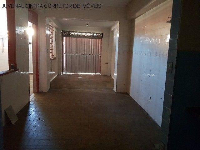 Vendo uma casa ampla em Itapuã, 7/4, suítes, comercial ou residencial R$ 850,0000! - Foto 3