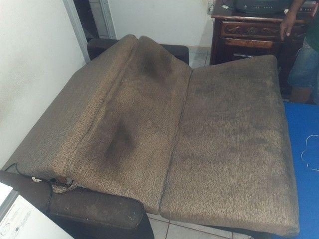 Sofa que vira cama(ENTREGO SE FOR PERTO) - Foto 2