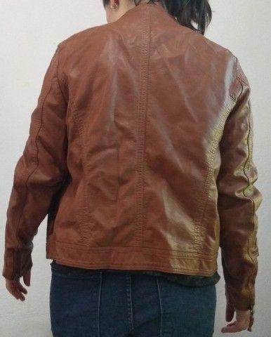 Jaqueta feminina de couro sintético - Foto 2