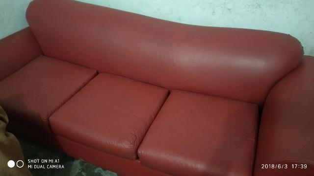 Sofá em courino vermelho