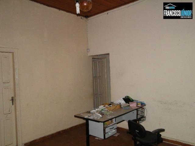 Casa no Setor Coimbra, 4 quartos, nascente e com ótima localização comercial e residencial - Foto 4