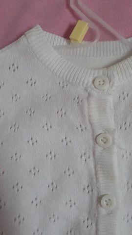 Cardigan Tricot - Off White<br>Cor: Branco<br>T: 1-3M<br> - Foto 2