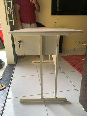 Mesa de escritório com duas gavetas - Foto 4