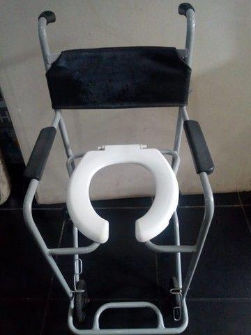 Cadeira de banho semi nova - Foto 2
