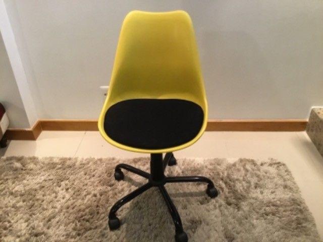 Cadeira escritório/estudo com rodinhas  - Foto 2