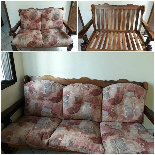 Sofá de madeira maciça ,  2 e 3 lugares.