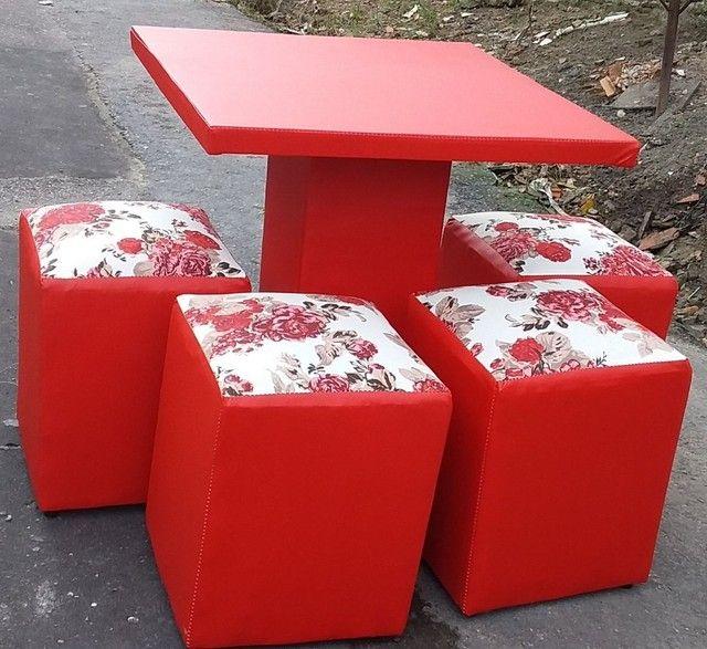 Jogo mesa com 4 puff 280$ entrega gratis  - Foto 6