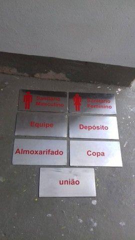 Sete placas em inox para sinalização de ambientes por apenas 150 reais - Foto 2