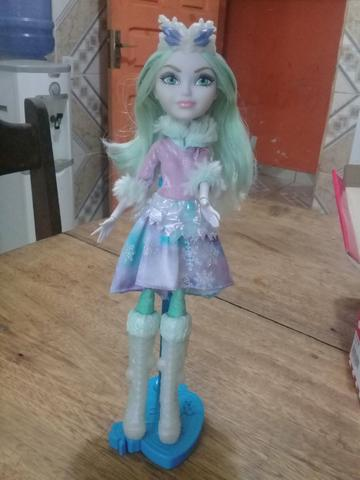 Boneca ever after high crystal winter