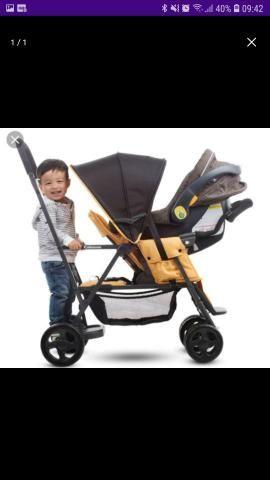 Procura-se carrinho de bebê pra duas crianças com idades diferentes