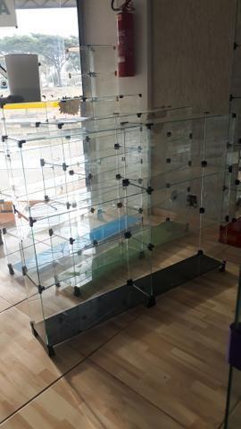 Bancada, expositor, prateleira, vitrine ou balcão de vidro com pezinho - Foto 3