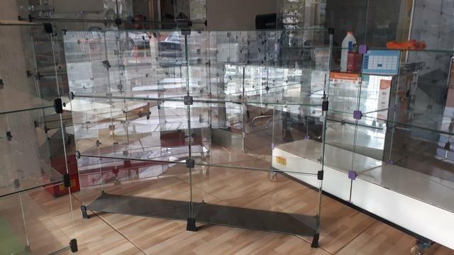 Bancada, expositor, prateleira, vitrine ou balcão de vidro com pezinho - Foto 2