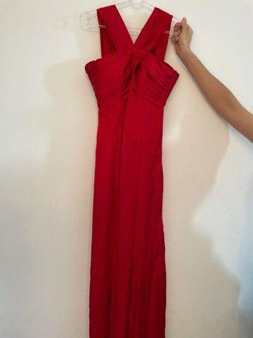 Vestido de festa em cetim vermelho
