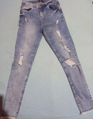 Calça feminina jeans com laycra. N° 38 pequeno.