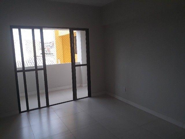 Lindo Apartamento de 3 Quartos Totais na Dorival Caymi Itapuã - Foto 12