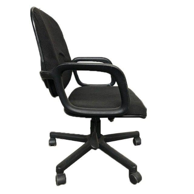 Cadeira giratória em tecido preto para escritório - Foto 2