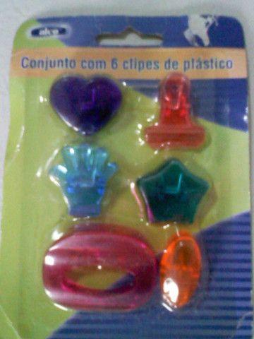 Conjunto Com 6 Clipes De Plástico R$ 10,00