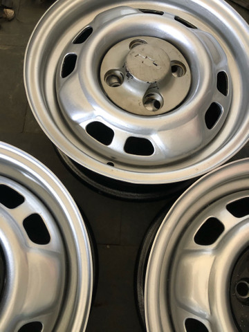 Jogo de rodas de Chevette DL com calotas originais - Foto 5