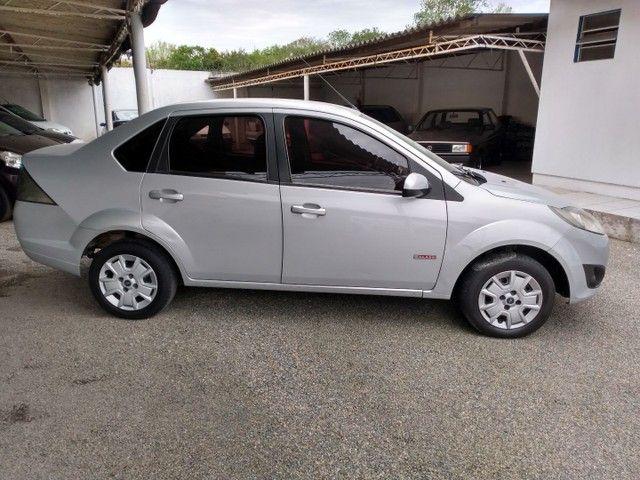 Fiesta class sedan 1.6 2011 - Foto 9