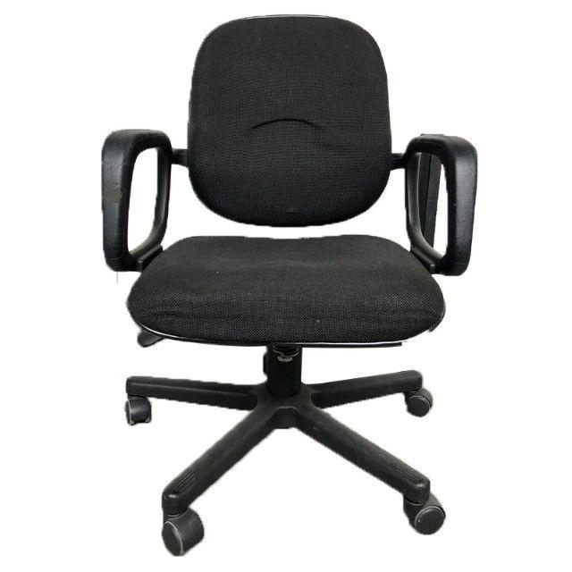 Cadeira giratória em tecido preto para escritório