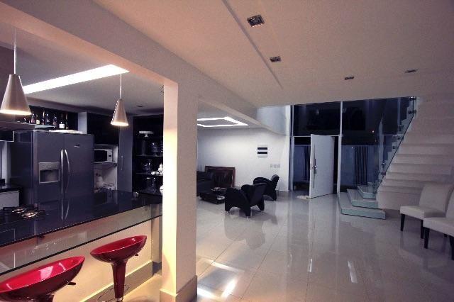 Casa em casa de condom nio 3 quartos venda com arm rios for Casa moderna tipo loft