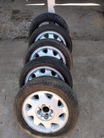 Rodas 15 de liga citroen 4 furos com pneus bons - Foto 4