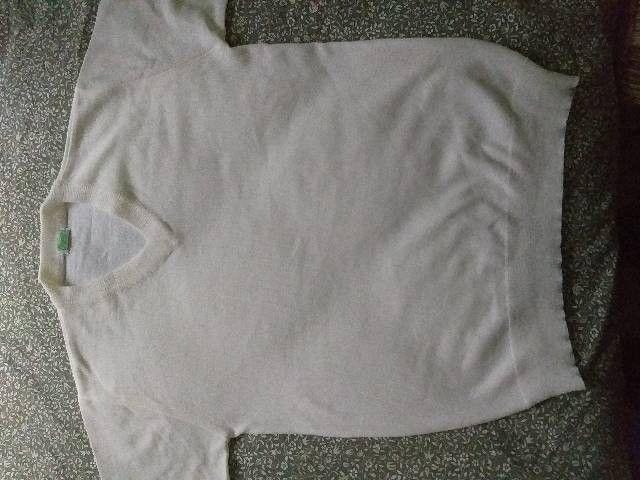 calça e blusão branco