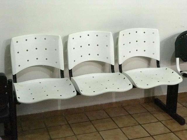 Cadeira 3 lugares para recepção