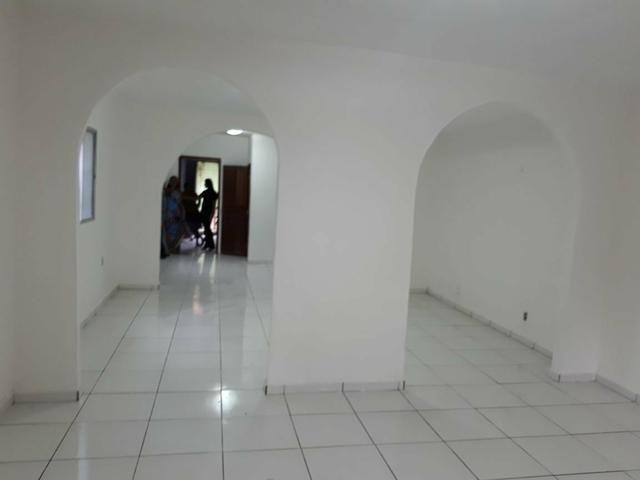 Alugo Casa na Tamoios para comércio c/ 4/4 serv para farmácia, escritórios etc
