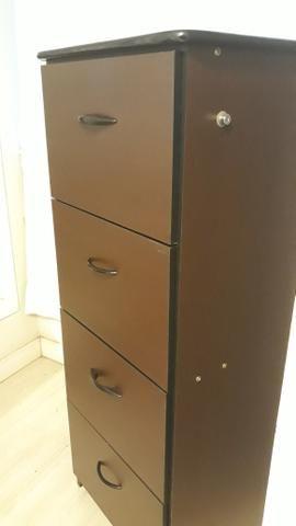 Arquivo em madeira, com 4 gavetas e chave, semi novo - Foto 4