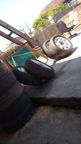 Rodas 15 de liga citroen 4 furos com pneus bons - Foto 3