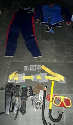 Roupa e equipamento de mergulho tamanho médio - Foto 4