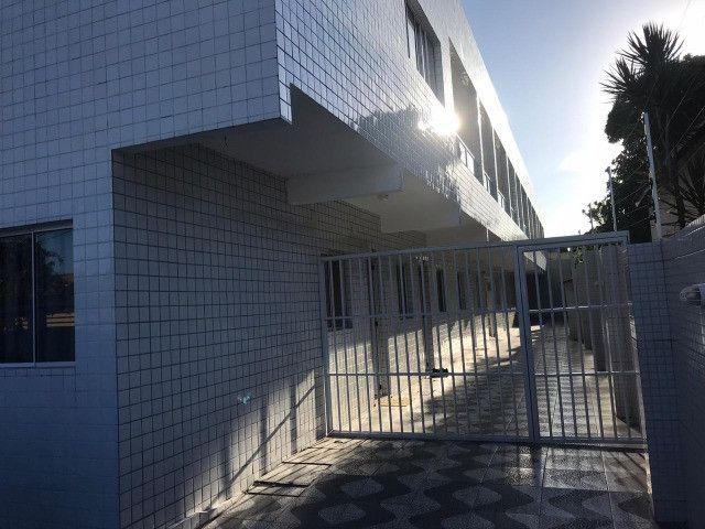 Aluga-se apartamentos seminovos em Campo Grande