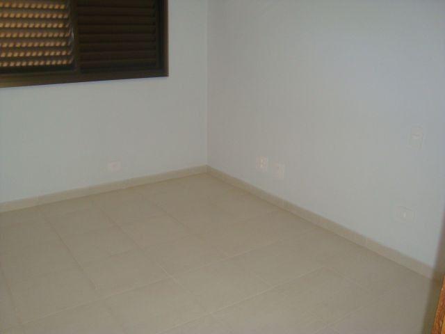 LOCAÇÃO   Apartamento, com 3 quartos em ZONA 07, MARINGA - Foto 8