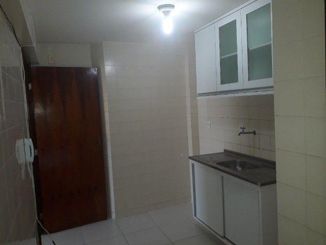 Lindo Apartamento de 3 Quartos Totais na Dorival Caymi Itapuã