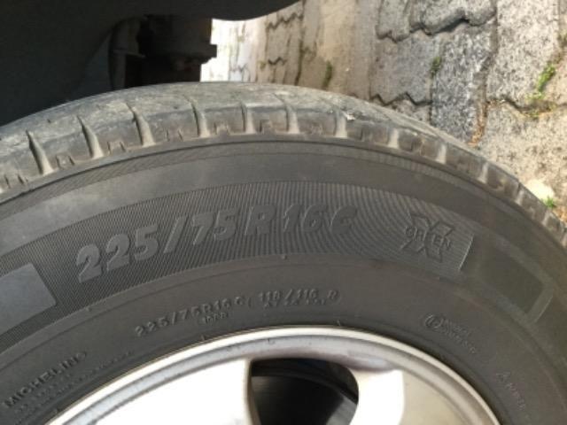 Pneu Michelin 225 75 16