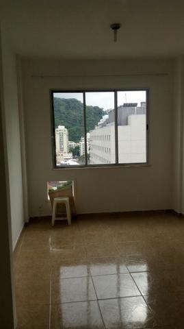 Botafogo.Quitinete.20m2. R$ 1.400,00.Praia Botafogo, 340. Alto. Vista Cristo. P. Gávea. 1