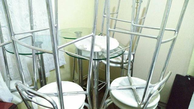 Mesas e banquetas